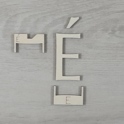 É' betű, illesztősablonnal - 3 cm, natúr