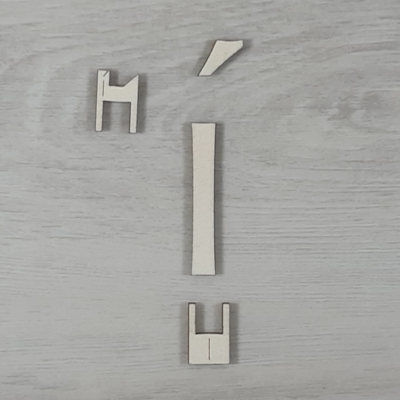 Í' betű, illesztősablonnal - 3 cm, natúr