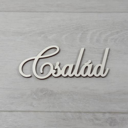 Család felirat - 'Cloe' betűtípussal, 12cm széles, natúr